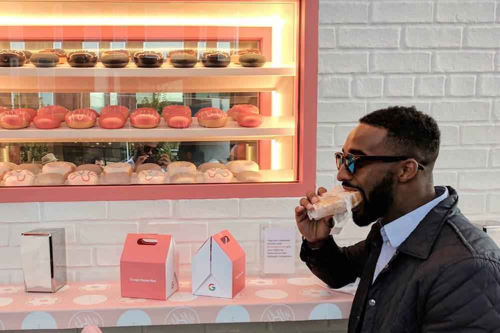 Google postavil obchod s koblihami, aby představil své zařízení Home Mini