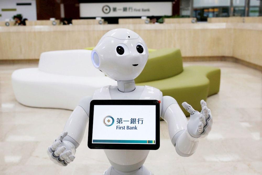 V japonských bankách začínají používat roboty v komunikaci se zákazníky