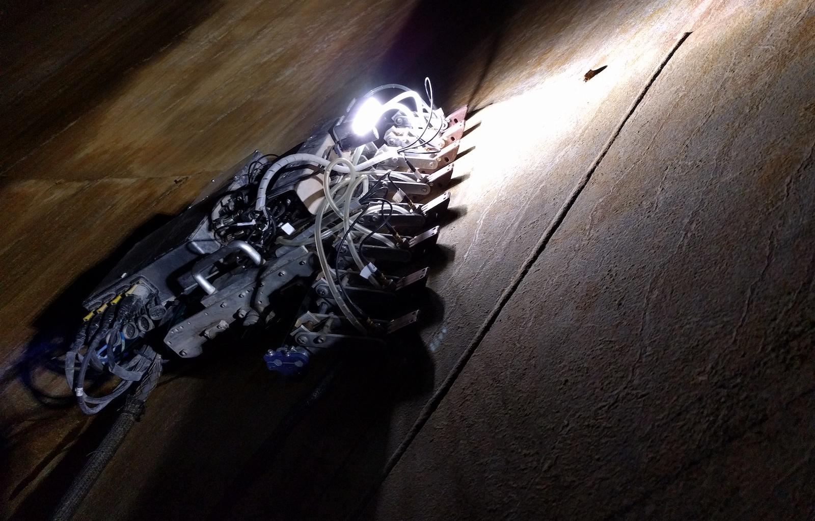 Roboti lezoucí po stěnách zvyšují bezpečnost při kontrole průmyslových nádrží