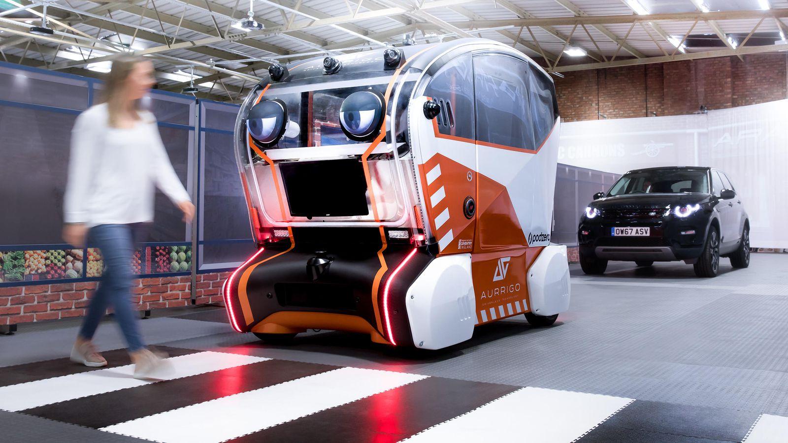 Jaguar Land Rover hledá způsob, jak učinit samořízená auta bezpečnější pro chodce