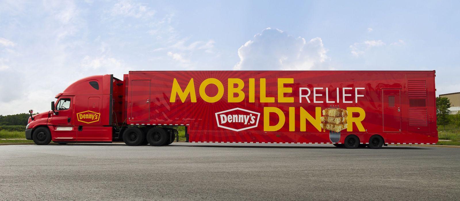 Mobilní jídelní vůz od restaurace Denny's nabízí pomoc obětem hurikánu Florence