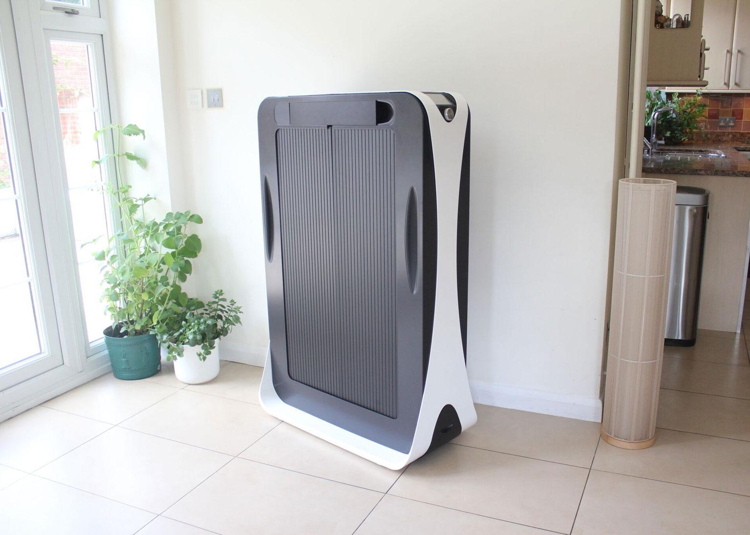 Kompaktní zařízení Effie vysuší a vyžehlí oblečení během pár minut