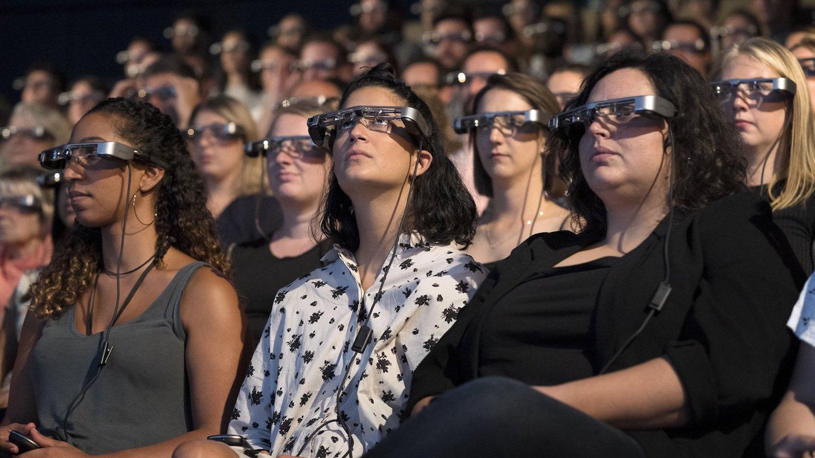 Chytré brýle zobrazují v reálném čase titulky během divadelního představení