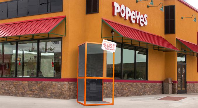 Zvukotěsná kabina od Popeyes nabízí možnost vyzkoušet pálivou omáčku