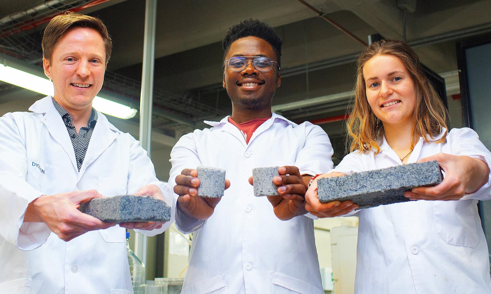Bio-cihly z moči lze vyrábět při pokojové teplotě
