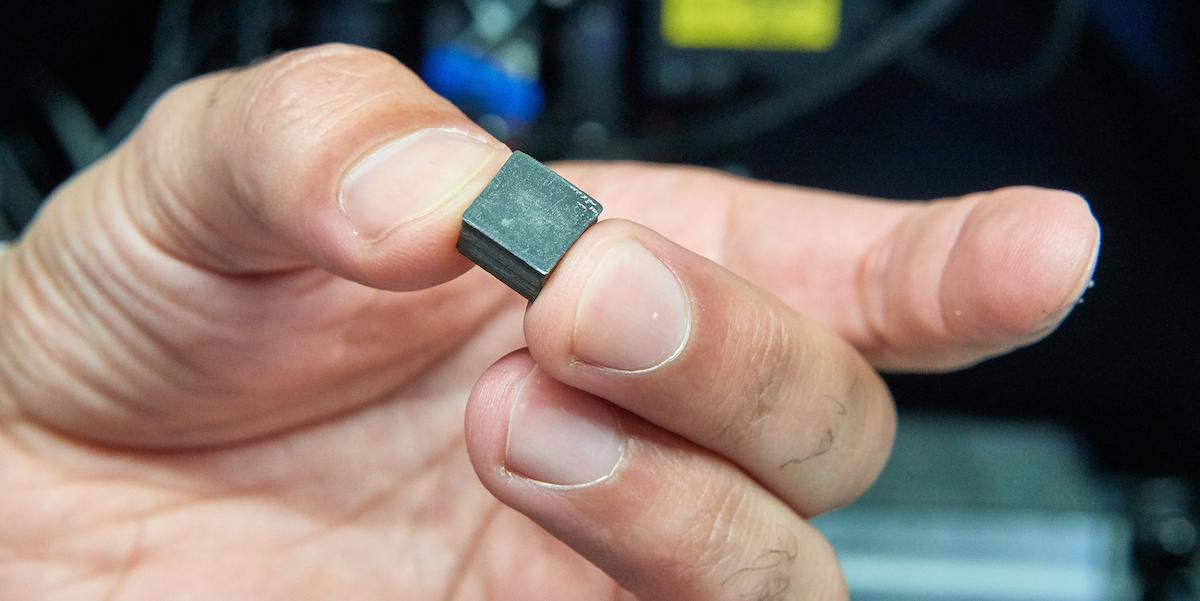 Chytré součástky dokážou upozornit uživatele na poškození a opotřebení