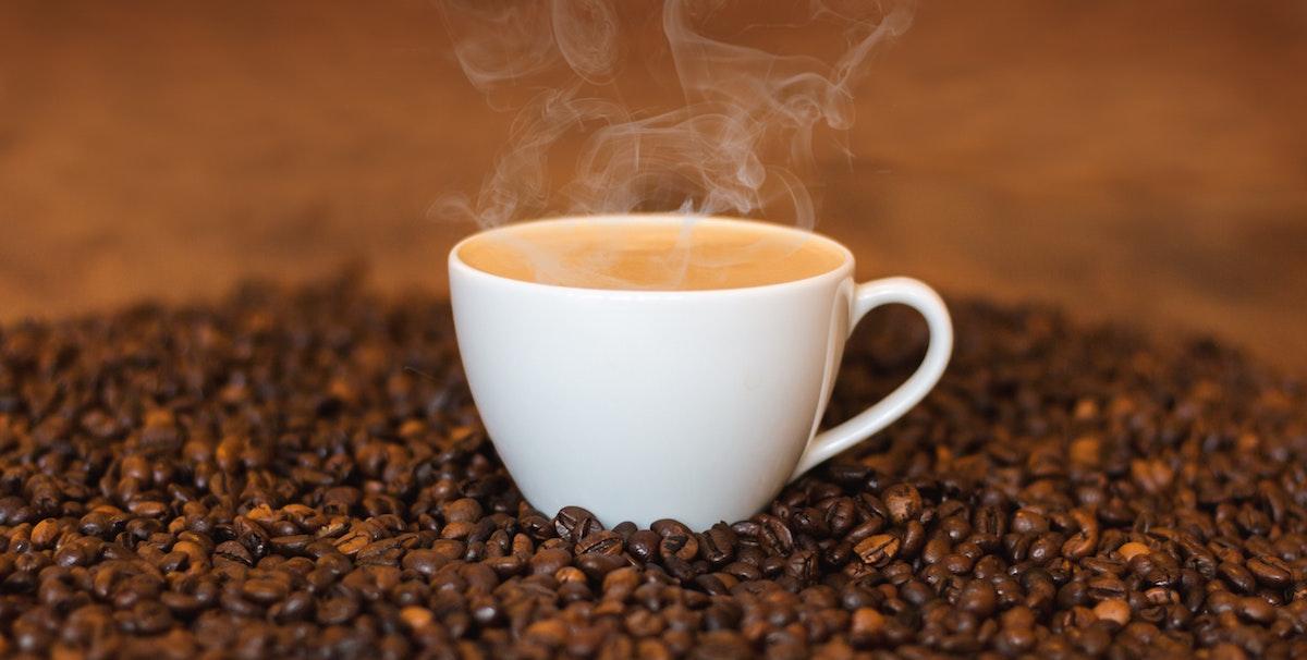 Tmavě pražená káva možná pomáhá snížit riziko vzniku Alzheimerovy a Parkinsonovy nemoci