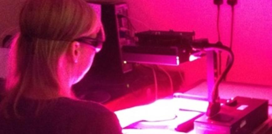 Vědci přišli se speciální lampou, která dokáže léčit chronické vředy