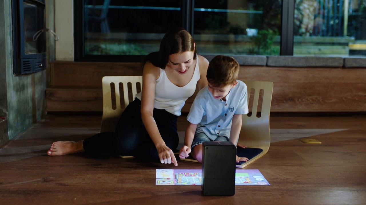 Projektor Puppy cube dokáže proměnit libovolnou rovnou plochu v dotykovou obrazovku
