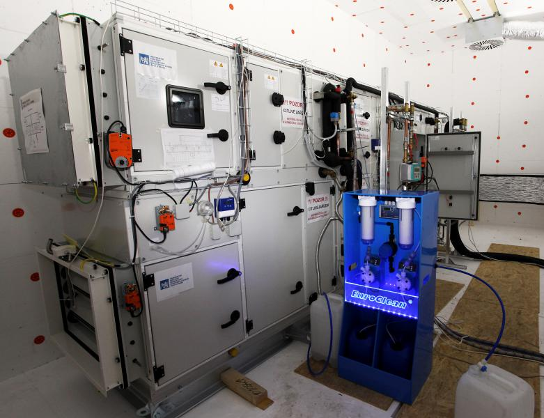 Čeští vědci přišli na způsob, jak v poušti vyrobit vodu ze vzduchu