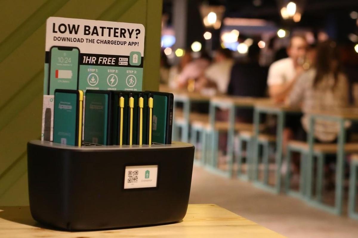 Technologický startup ChargedUp využívá zelenou energii v rámci pronajímatelných power bank