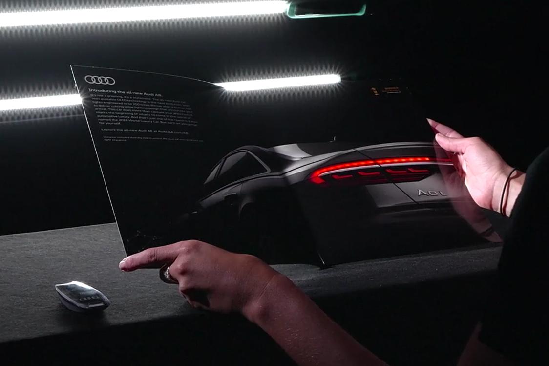 Automobilka Audi umístila do časopisu interaktivní OLED reklamu