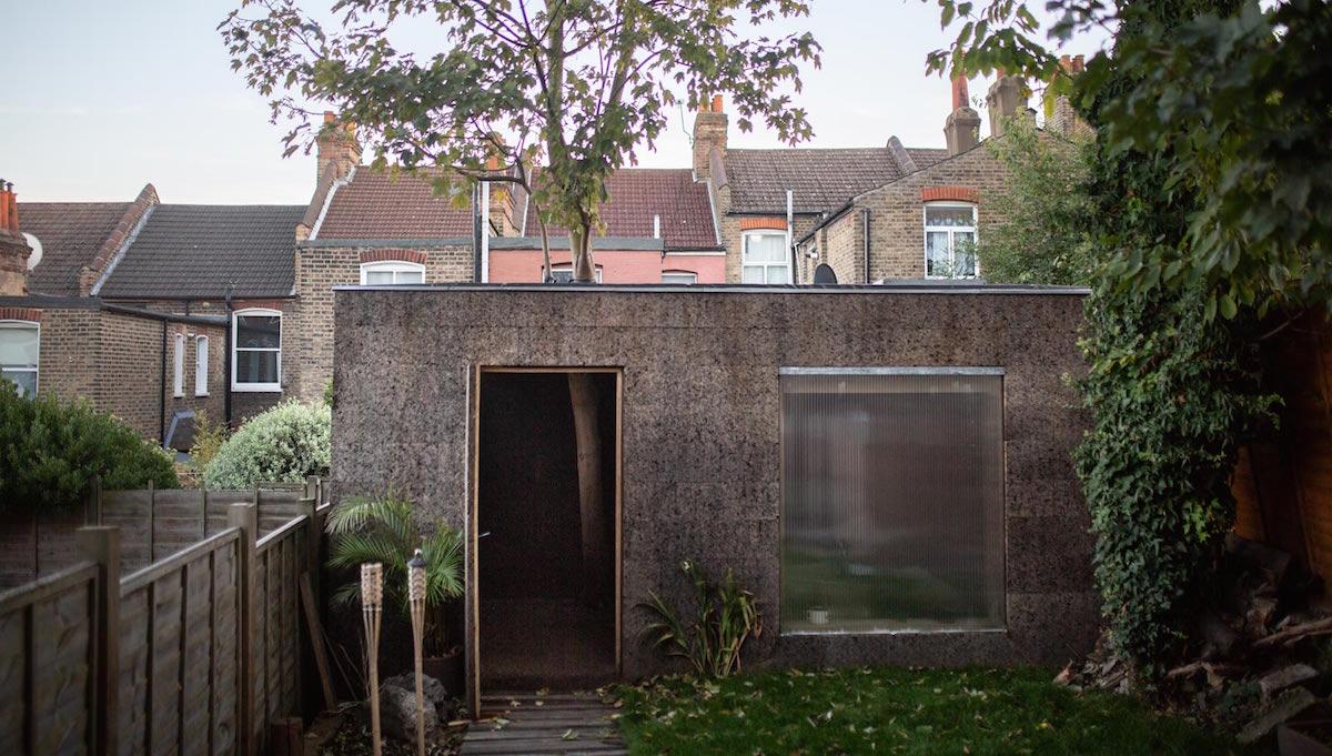 Recyklovatelná a biologicky rozložitelná stavba je vyrobena z korku