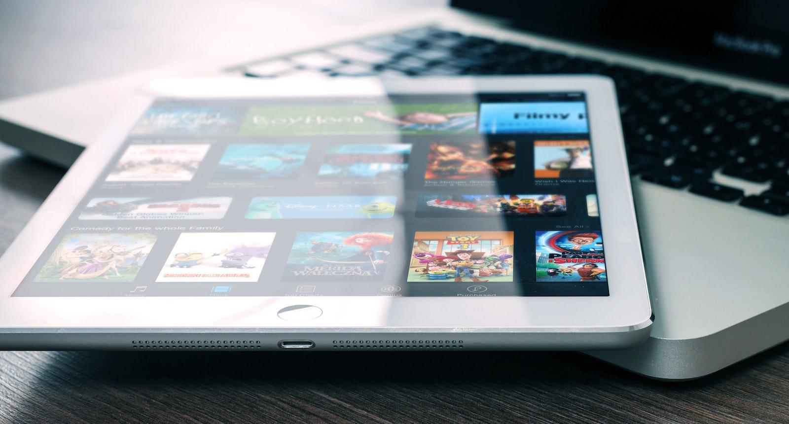 Služba StayTuned nabízí možnost publikování videa přizpůsobeného na různé platformy