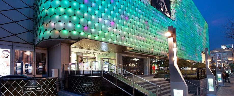 Jihokorejské nákupní centrum používá osvětlení k určení úrovně znečištěného ovzduší