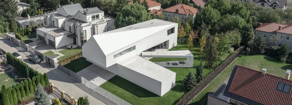 Studio KWK Promes navrhlo dům s mobilní terasou, která sleduje pohyb slunce