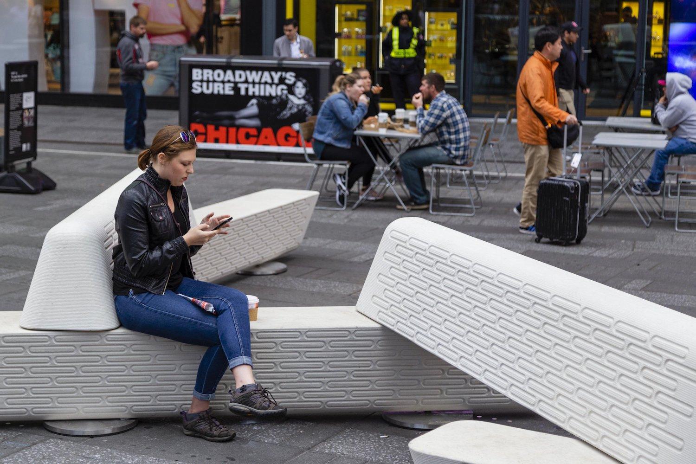 Tyto lavice dokáží ochránit chodce před útoky automobilem