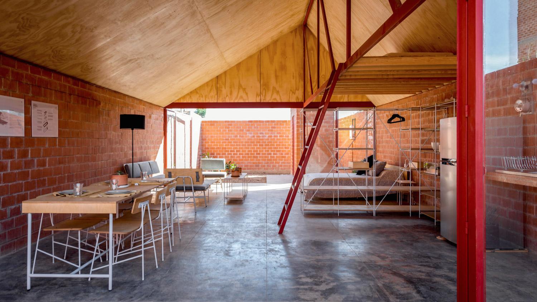 Esrawe Studio navrhlo poutavý a levný nábytek pro sociální bydlení