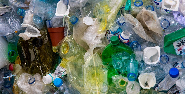 Waste2Tricity bude vyrábět vodík a elektřinu z netříděného, nemytého odpadního plastu
