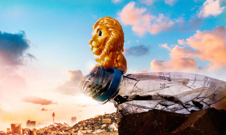Designéři využili plastové hračky Lvího krále v boji proti plastovému odpadu