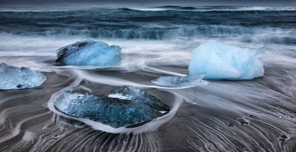 Organizace Ice911 Research chce zpomalit tání Arktidy pomocí skleněných kuliček