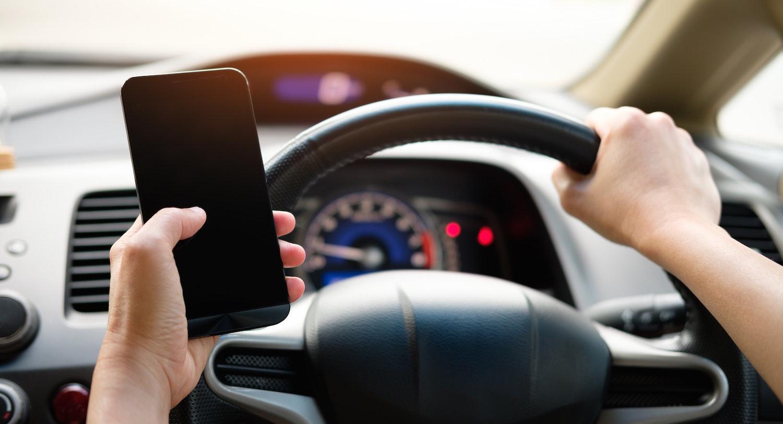 Systém SafeHalo dokáže blokovat používání telefonu za volantem