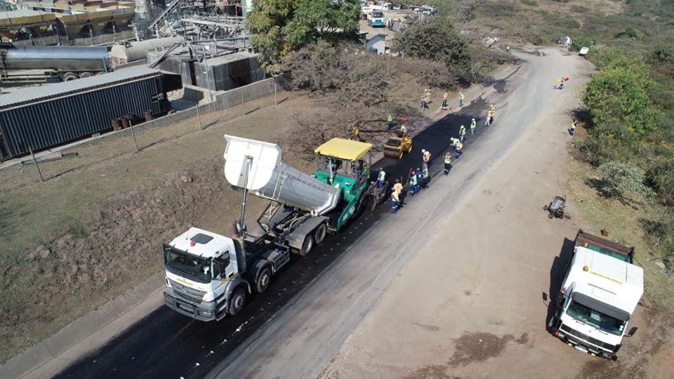 K opravě silnic v Jižní Africe se používají recyklované plastové lahve na mléko