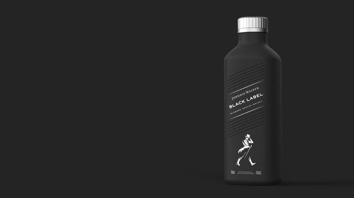 Johnnie Walker se bude nově prodávat v papírových lahvích